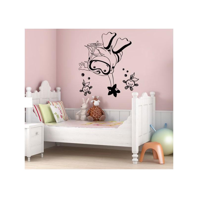 Vinilo infantil decorativo de una ni a mientras bucea Vinilos de pared infantiles